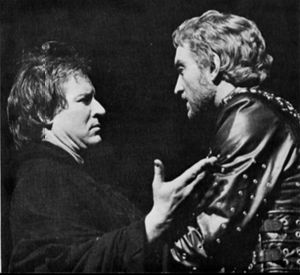 Alan Howard with Charles Dance - Aufidius